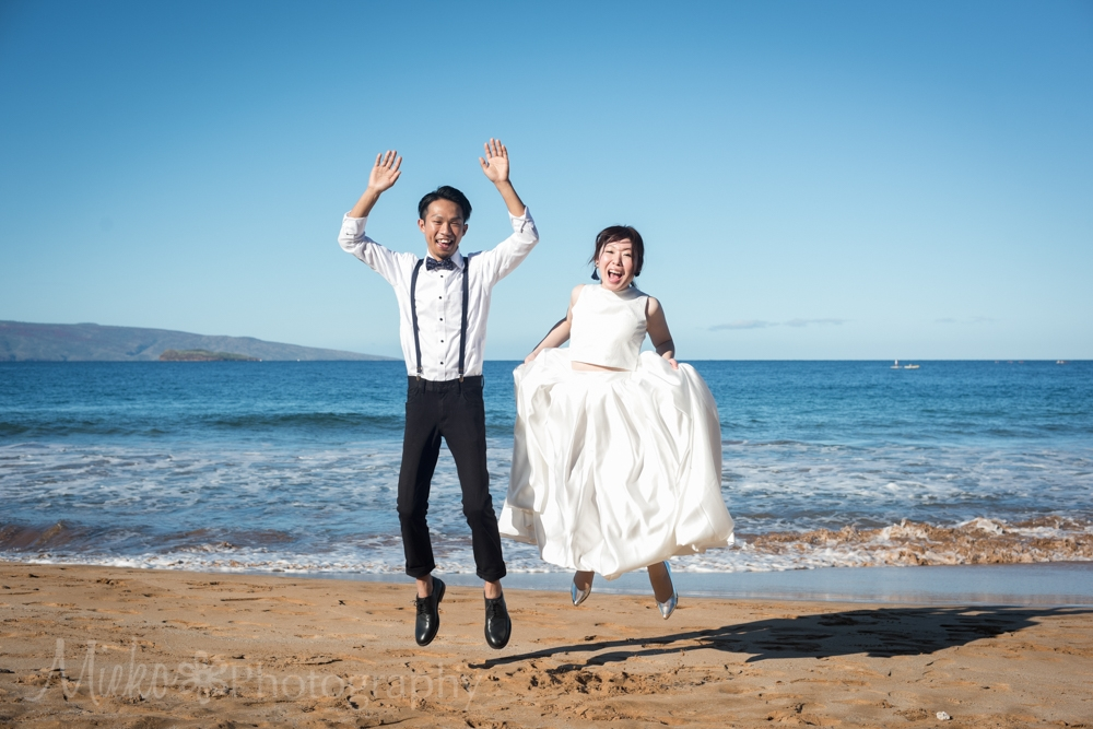 Wedding Photography at Po'olenalena Beach, Wailea, Maui.  Photographed by Mieko Horikoshi.  日本人フォトグラファー、マウイフォトグラファー、写真家