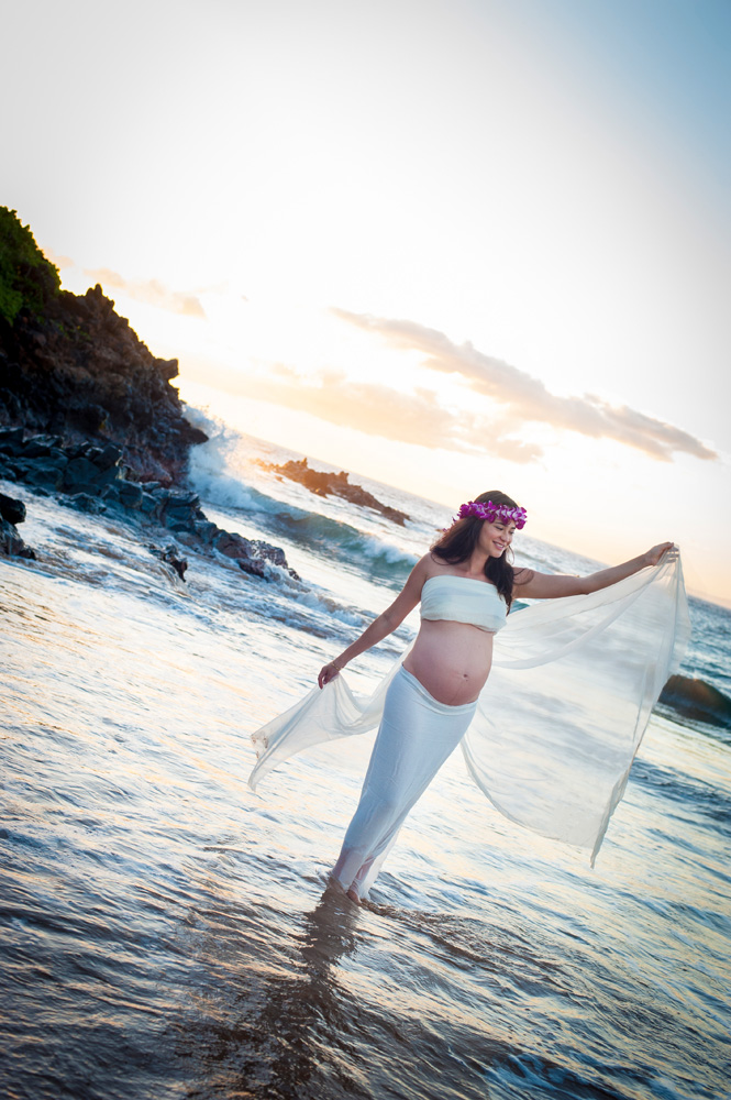 Beach Maternity Portrait in Maui, Mieko Photography