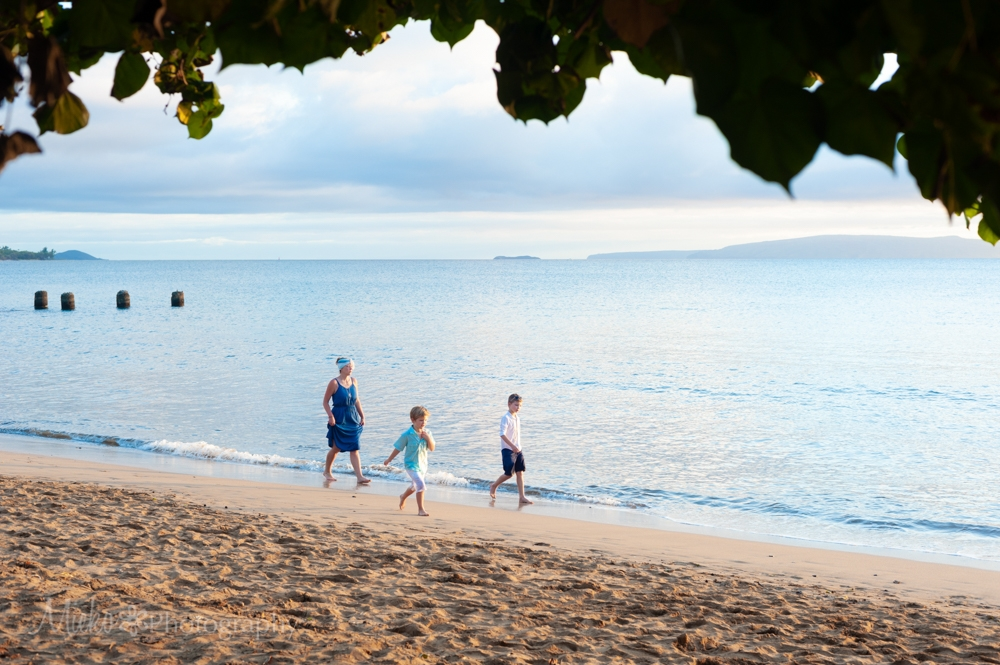Maui Family Portrait at Sugar Beach, Kihei.  Photography by Mieko Horikoshi.  マウイ日本人フォトグラファーによる家族写真撮影。